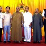 2005年中國禅林書畫院(HK)成立,古一雄與院長李智隆拜見香港寶蓮寺方丈智慧大和尚