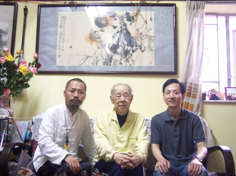 2005年中國禅林畫院成立,左起我院副院長古一雄、名譽院長趙世光先生、院長李智隆在香港合影。