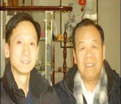 20011年,中國禅林畫院(HK)院長李智隆與名譽顧問張森洲先生合影。