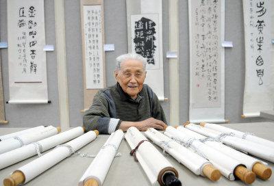 丁兆麟舉行百歲書法個展。(記者許振輝/攝影)