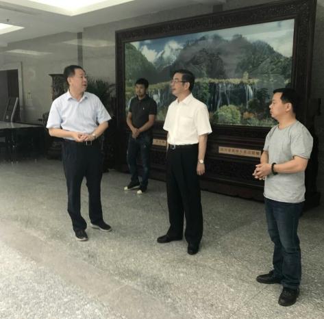 中國最高人民法院周強院長和相關領導前來觀看視察壁畫
