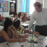 張巨鴻給外國學生教水墨畫