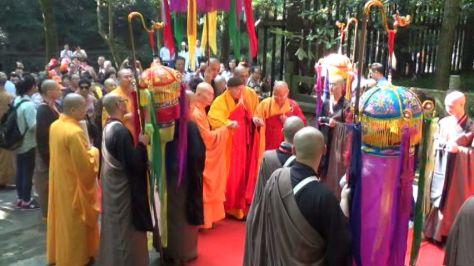 中国佛教协会常务理事、杭州灵隐寺方丈光泉大和尚迎请上妙下峰长老